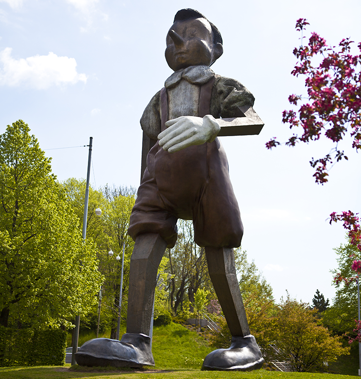 Photo of a wooden Pinocchio statue.