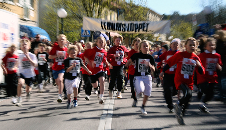 Children running at full tilt in the Lerum Run.
